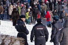 Détachement d'unifor d'hiver de police de service de patrouille et d'inspection Images stock