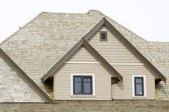 Détail à la maison neuf de toiture Images stock