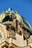 Détail architectonique de maison municipale, Art Nouveau, Prague, République Tchèque, jour d'été ensoleillé images stock