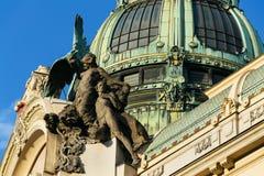 Détail architectonique de maison municipale, Art Nouveau, Prague, République Tchèque, jour d'été ensoleillé photo stock