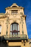 Détail architectonique de maison municipale, Art Nouveau, Prague, République Tchèque, jour d'été ensoleillé image stock