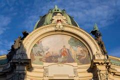 Détail architectonique de maison municipale, Art Nouveau, Prague, République Tchèque, jour d'été ensoleillé photos libres de droits