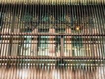 Détail architectural, auvents colorés de cuivre en métal photo stock