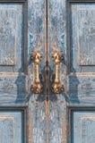 Détail architectural d'une poignée de porte en laiton de vintage Images libres de droits