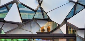 Détail architectural, réflexions triangulaires de Shapesand photographie stock libre de droits