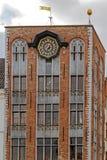 Détail avec l'horloge à un vieux bâtiment placé dans la place de Burg, Bru photographie stock libre de droits