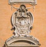 Détail avec le manteau des bras de la façade du Palazzo Senatorio dans le Campidoglio à Rome, Italie images stock