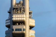 Détail d'émetteur de tour de télévision de Zizkov pendant le coucher du soleil à Prague, République Tchèque Image libre de droits