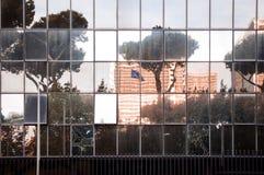 Détail d'architecture d'un bâtiment noir en Roma Eur Photographie stock