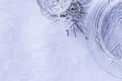 Détail d'arrangement de table de verrerie de Noël, fond blanc, pièce pour le texte Photo libre de droits