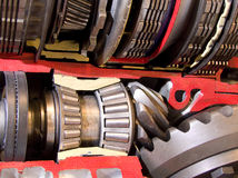 Engrenages de transmission automatique et roulements à billes Photo stock