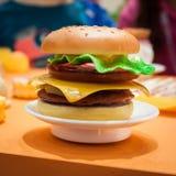 Détail d'hamburger de jouet à G ! venez le giocare à Milan, Italie Images libres de droits