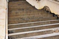 Détail d'humidité sur des murs d'escalier photo stock