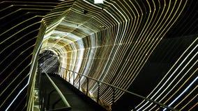 Détail d'un couloir moderne des lumières et de la couleur clips vidéos