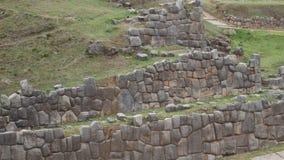 Détail d'un mur antique d'Inca dans Sacsayhuaman, près de Cusco, au Pérou, l'Amérique du Sud banque de vidéos