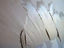 Détail d'un nouveau mur non fini avec le ciment remplissant Photo libre de droits