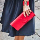 Détail d'un sac en dehors des défilés de mode de Byblos construisant pour la semaine 2014 de la mode de Milan Women Photos stock