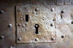 Détail d'un vieux trou de la serrure médiéval images libres de droits