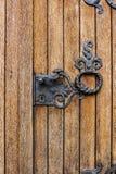Détail d'une belle porte en bois avec la décoration de fer, Reuland, burg-Reuland, Belgique photo libre de droits