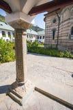 Détail d'une colonne d'église de monastère de Cozia Photographie stock