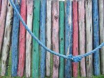 Détail d'une cour de jeu délabrée colorée Photos stock