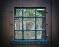 Détail d'une fenêtre avec des barres, rétro Photos libres de droits