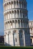 Détail de base de tour penchée de Pise, Italie Images libres de droits