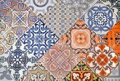 Détail de carreau de céramique ornemental avec le patchwork coloré Photo libre de droits
