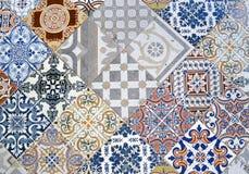 Détail de carreau de céramique ornemental avec le patchwork coloré Photographie stock