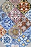 Détail de carreau de céramique ornemental avec le patchwork coloré Photo stock