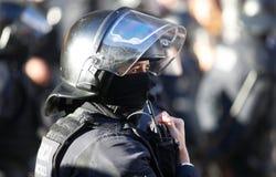 Détail de casque de policier pendant le Conseil des ministres photo libre de droits