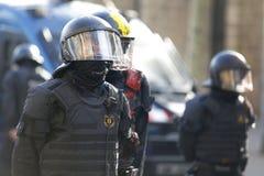 Détail de casque de policier pendant le Conseil des ministres images libres de droits