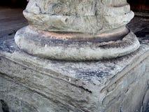 Détail de colonne de marbre fortement érodée, Florence, Italie images stock