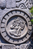Détail de façade avec le symbole de calendrier de Maya au Guatemala Image stock