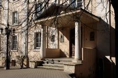 Détail de façade du bâtiment historique de la vieille ville de Vilnius photographie stock libre de droits