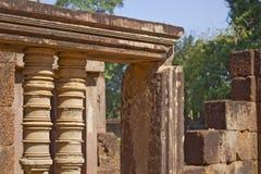 Détail de fenêtre dans le temple de Banteay Srei Photo libre de droits