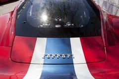 Détail de Ferrari avec les lettres et le moteur Photos stock