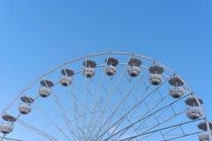 Détail de grande roue et ciel bleu d'espace libre Photos libres de droits