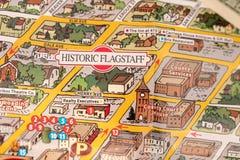 Détail de hampe de drapeaux de carte de voyage, Arizona, Etats-Unis avec un billet d'un dollar juste au-dessous du couthouse, de  Photographie stock