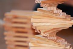 Détail de jeu de kapla en bois de bâtiments photos stock