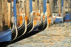 Détail de l'arc des gondoles à Venise, Italie Photos stock