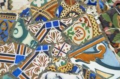 Détail de la céramique du banc de Gaudi dans la parité Photo stock