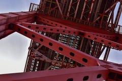 Détail de la construction des 25 De Abril Bridge à Lisbonne Photos libres de droits
