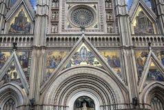 Détail de la façade de cathédrale d'Orvieto image stock