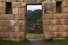 Détail de maçonnerie d'Inca de mur et de porte chez Pisac, Pérou Photographie stock