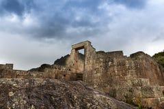 Détail de maçonnerie d'Inca de mur et de porte chez Pisac, Pérou Images libres de droits