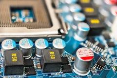 Détail de mainboard d'ordinateur Circuits de source d'impulsion photographie stock libre de droits