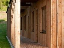 Détail de maison en bois moderne Photos stock