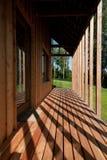 Détail de maison en bois moderne Photos libres de droits