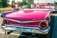 Détail de perspective d'un taxi de vintage à La Havane Photographie stock